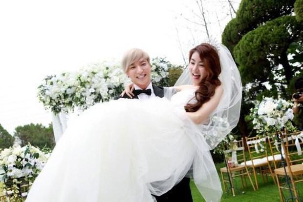 Leeteuk và những pha mùi mẫn cùng các bóng hồng Kpop trên show giải trí - Ảnh 2.