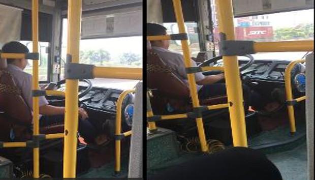 Vừa lái xe vừa dùng điện thoại, tài xế xe buýt ở Hà Nội bị đình chỉ công việc - Ảnh 1.