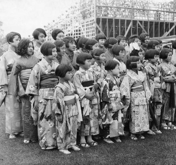 Bộ ảnh quý giá về học sinh các nước trên toàn thế giới ở thế kỷ 20 - Ảnh 4.