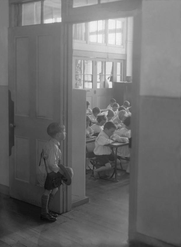 Bộ ảnh quý giá về học sinh các nước trên toàn thế giới ở thế kỷ 20 - Ảnh 7.