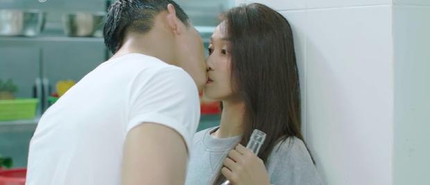 """Hậu Duệ Mặt Trời Việt Nam: """"Nụ hôn rượu vang"""" của Khả Ngân và Song Luân - Ảnh 8."""