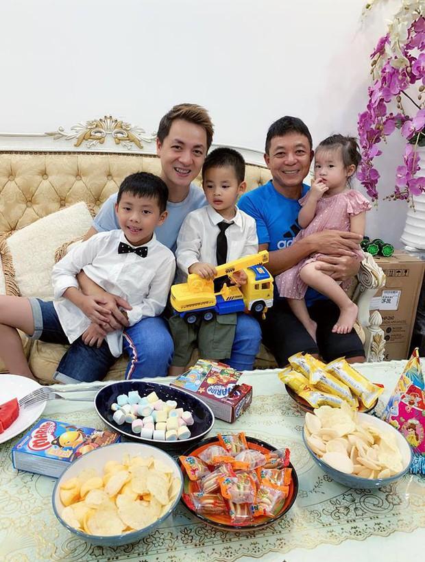 Vợ chồng Đăng Khôi - Thủy Anh tổ chức sinh nhật đơn giản, ấm áp cho con trai tròn 3 tuổi - Ảnh 7.