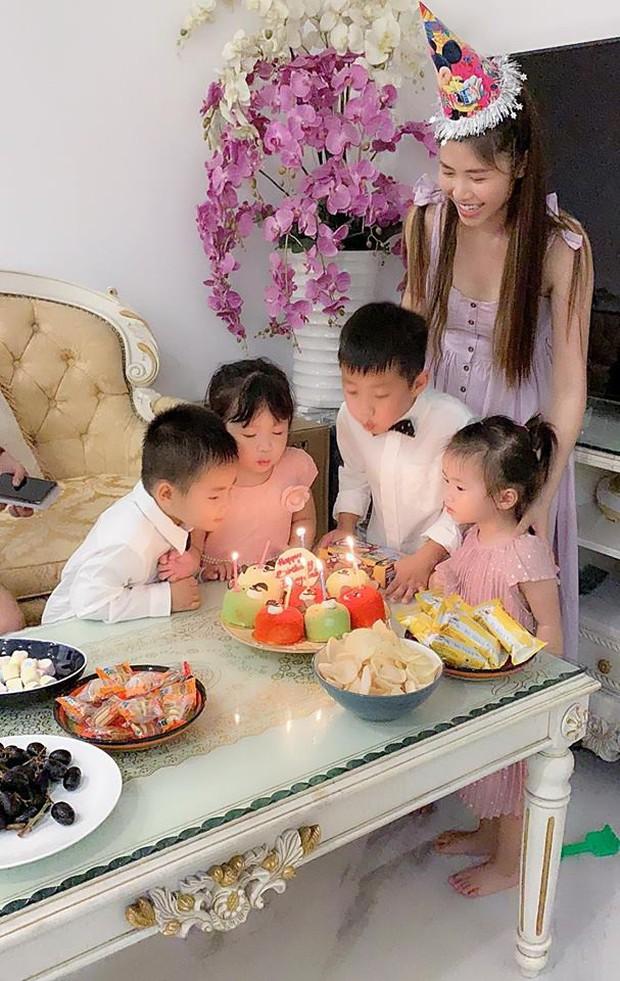 Vợ chồng Đăng Khôi - Thủy Anh tổ chức sinh nhật đơn giản, ấm áp cho con trai tròn 3 tuổi - Ảnh 2.