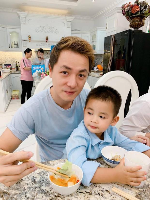 Vợ chồng Đăng Khôi - Thủy Anh tổ chức sinh nhật đơn giản, ấm áp cho con trai tròn 3 tuổi - Ảnh 4.