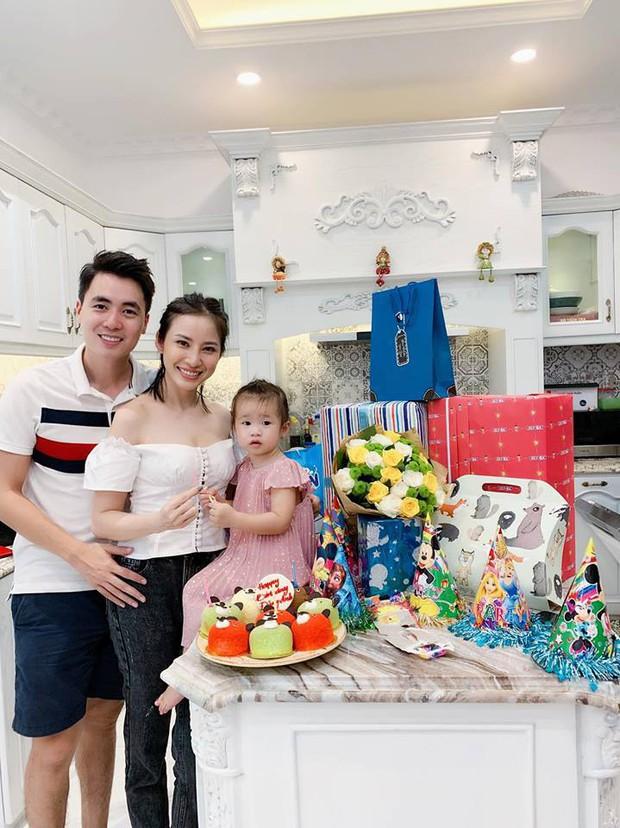Vợ chồng Đăng Khôi - Thủy Anh tổ chức sinh nhật đơn giản, ấm áp cho con trai tròn 3 tuổi - Ảnh 3.