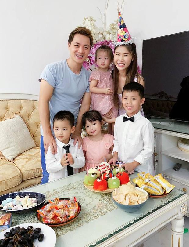Vợ chồng Đăng Khôi - Thủy Anh tổ chức sinh nhật đơn giản, ấm áp cho con trai tròn 3 tuổi - Ảnh 1.