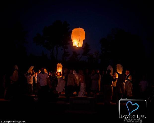 Chú rể qua đời vì tai nạn xe, cô dâu vẫn tổ chức đám cưới bên bia mộ chồng mình - Ảnh 10.