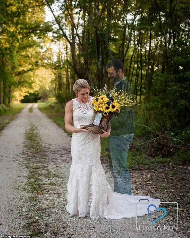 Chú rể qua đời vì tai nạn xe, cô dâu vẫn tổ chức đám cưới bên bia mộ chồng mình - Ảnh 5.
