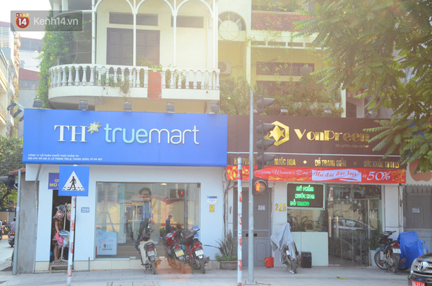 Ảnh, clip: Tuyến phố kiểu mẫu đầu tiên ở Hà Nội thất bại sau 2 năm thử nghiệm đồng phục biển hiệu - Ảnh 11.