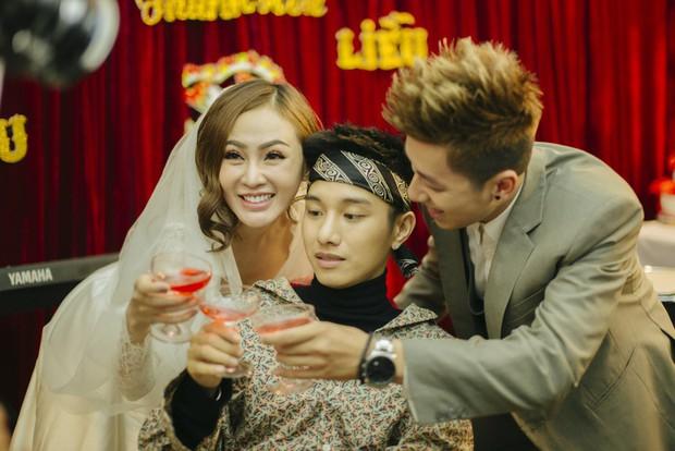 Juun Đăng Dũng quay MV như phim đám cưới ngày xưa, hát tặng những chàng trai nghe tin người yêu cũ lấy chồng - Ảnh 5.