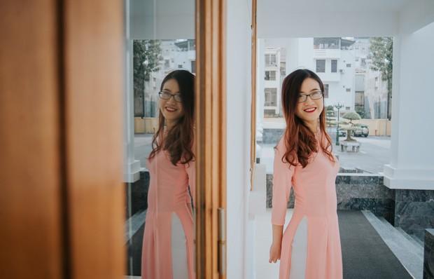 Cô bạn 9x xinh xắn, là thủ khoa đầu vào và tốt nghiệp Đại học Hà Nội, từng tháp tùng Bộ trưởng Bộ thương mại Indonesia tại APEC - Ảnh 1.
