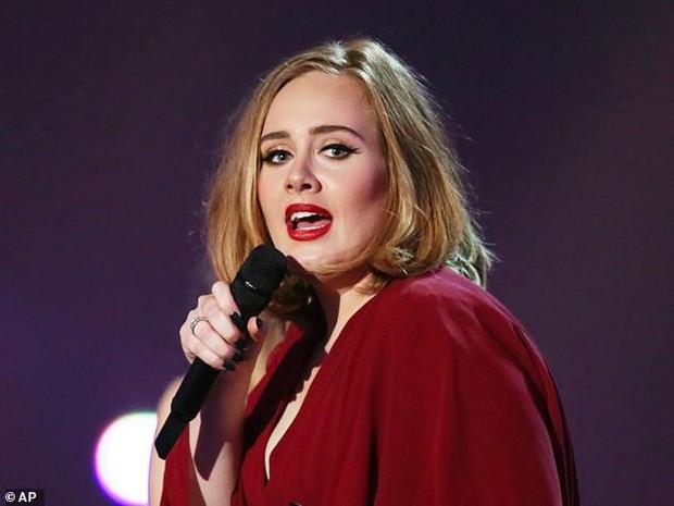 Từng vô gia cư suốt 2 năm, Ed Sheeran giờ có thu nhập đến 2,2 tỷ mỗi ngày và soán ngôi cả Adele - Ảnh 2.