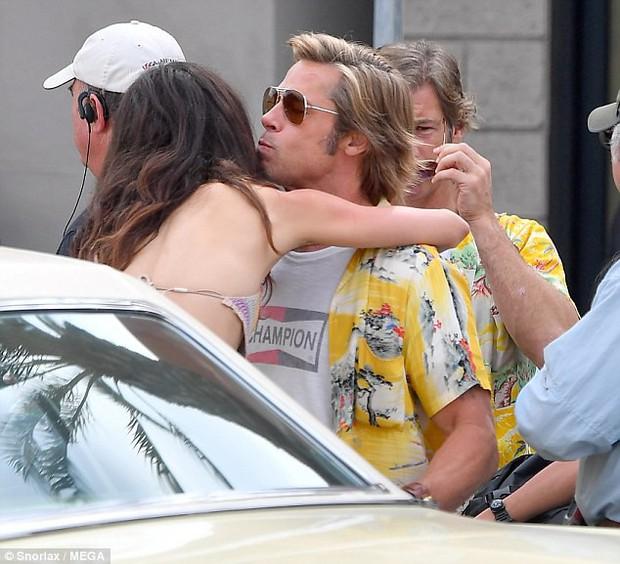 Angelina Jolie lòng đau nhói khi nhìn Brad Pitt ôm thân mật với bạn diễn nữ? - Ảnh 2.