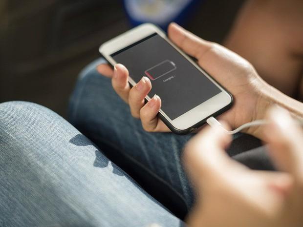 Đừng làm 6 điều cấm kỵ khi sạc smartphone này, trừ khi bạn muốn sớm chia tay để... lên đời máy mới - Ảnh 1.
