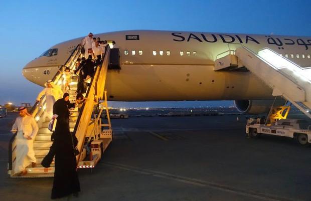 Bị hãng hàng không Saudia cấm lên máy bay vì mặc quần short, vị hành khách đã ứng biến nhanh theo cách này - Ảnh 2.