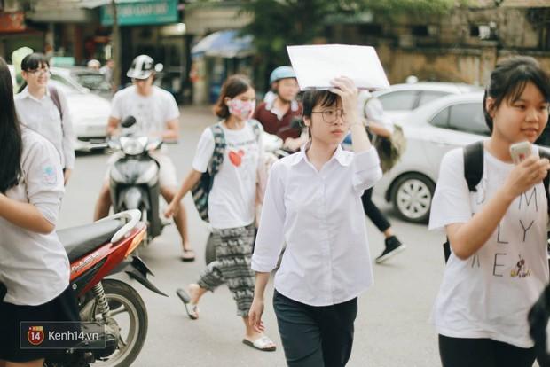 Giáo viên đánh giá đề thi minh họa lớp 10 tại Hà Nội: Đề trải dài cả kiến thức lớp 8, khó đạt điểm 9, 10 - Ảnh 1.