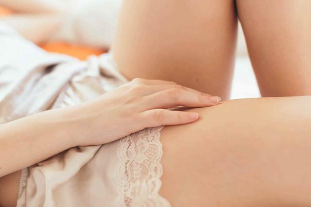 Có thể bạn đã mắc bệnh viêm nấm âm đạo nếu gặp phải 6 dấu hiệu bất thường ở vùng kín sau - Ảnh 3.