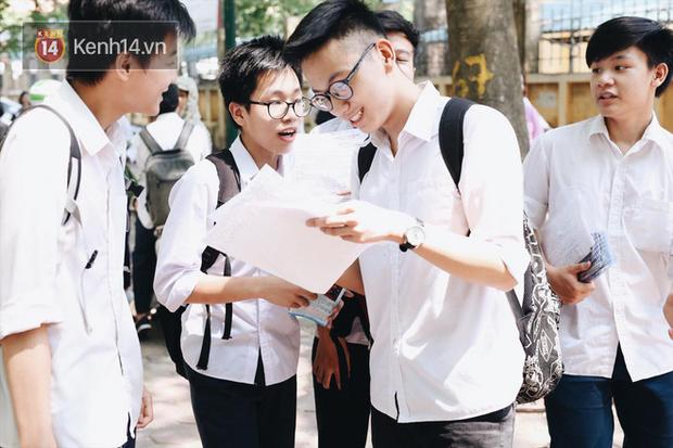 Giáo viên đánh giá đề thi minh họa lớp 10 tại Hà Nội: Đề trải dài cả kiến thức lớp 8, khó đạt điểm 9, 10 - Ảnh 2.