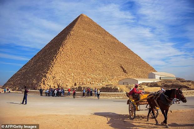 Khai quật con đường 4.500 tuổi tại Ai Cập - bí ẩn quá trình xây dựng Đại kim tự tháp đã được giải? - Ảnh 1.