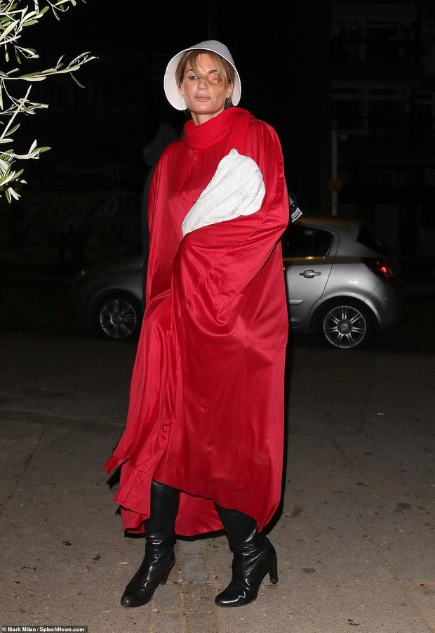 Trầm trồ với những màn hóa trang kỳ công của sao trong đêm Halloween, đặc biệt là nữ hoàng biến hình Heidi Klum - Ảnh 21.