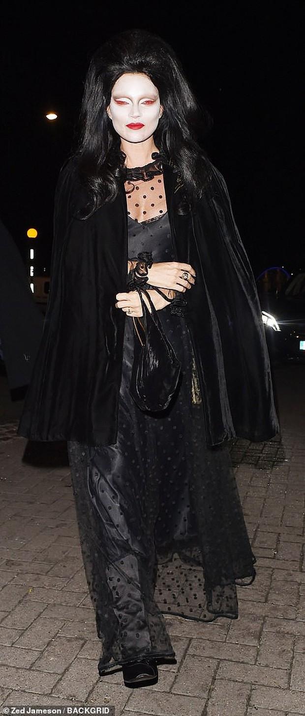 Trầm trồ với những màn hóa trang kỳ công của sao trong đêm Halloween, đặc biệt là nữ hoàng biến hình Heidi Klum - Ảnh 19.