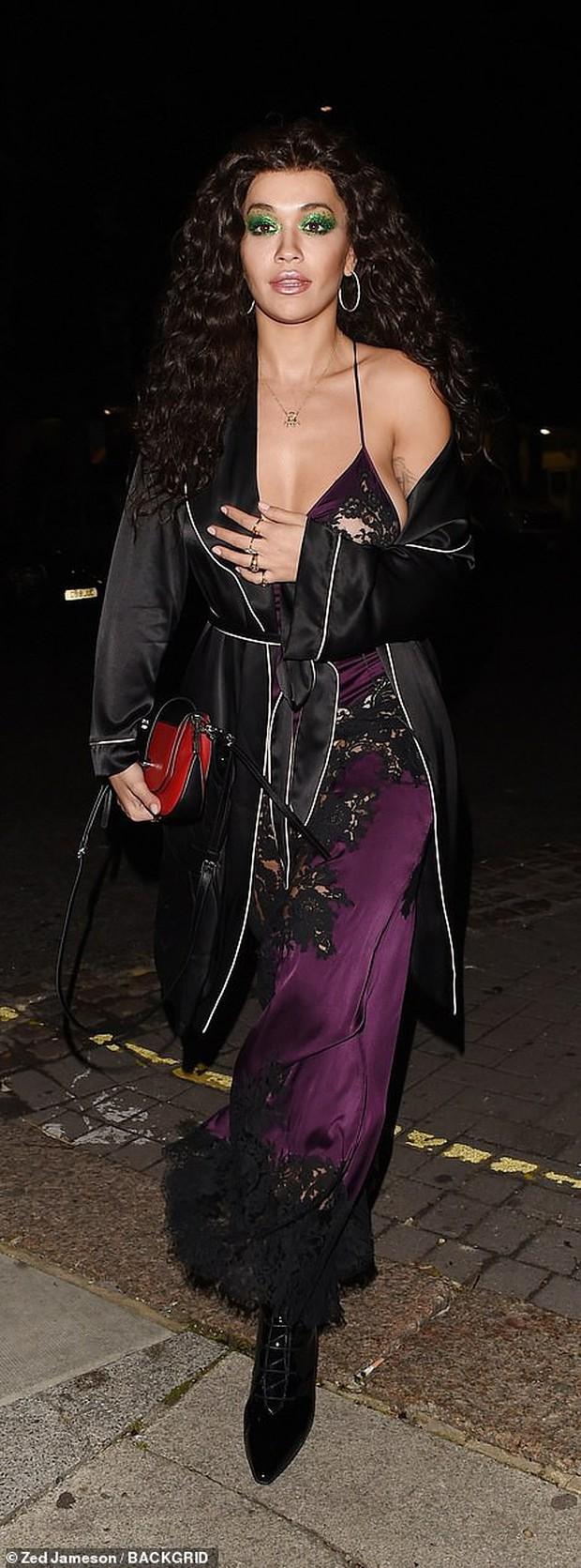 Trầm trồ với những màn hóa trang kỳ công của sao trong đêm Halloween, đặc biệt là nữ hoàng biến hình Heidi Klum - Ảnh 20.