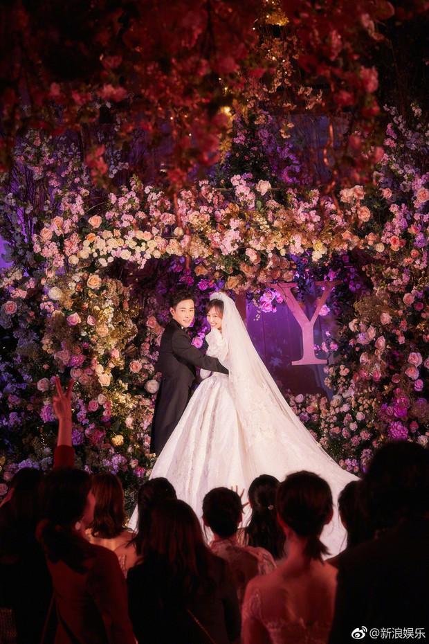 Đám cưới Đường Yên - La Tấn: Loạt ảnh hiếm trong đám cưới siêu bảo mật - Ảnh 2.