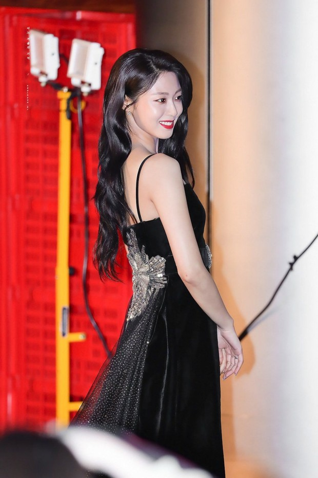 Màn lột xác thần thái ngoạn mục của báu vật quốc dân Seolhyun sau 3 năm: Mỹ nhân ngây thơ thành bà hoàng thảm đỏ - Ảnh 10.