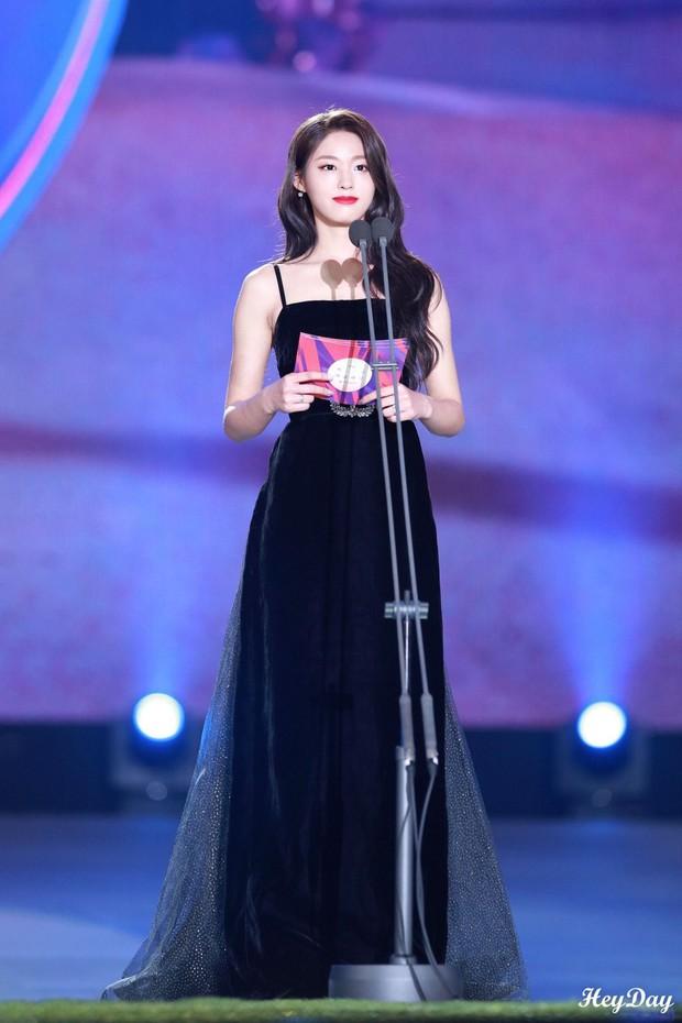 Màn lột xác thần thái ngoạn mục của báu vật quốc dân Seolhyun sau 3 năm: Mỹ nhân ngây thơ thành bà hoàng thảm đỏ - Ảnh 12.