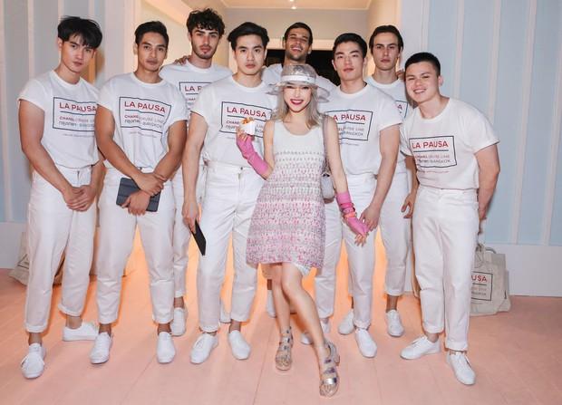 Khi Jennie (Black Pink) vẫn an toàn tuyệt đối thì Châu Bùi lại phá cách hay ho hơn khi đụng váy Chanel - Ảnh 1.