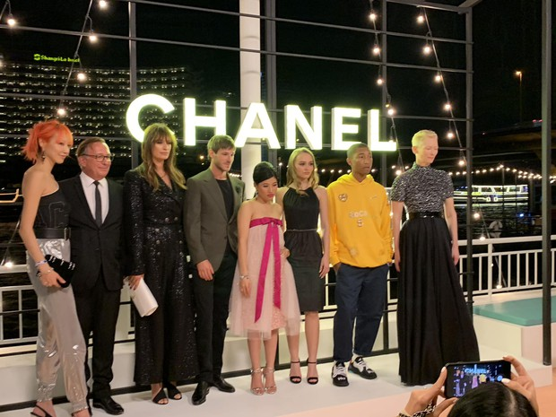 Khi Jennie (Black Pink) vẫn an toàn tuyệt đối thì Châu Bùi lại phá cách hay ho hơn khi đụng váy Chanel - Ảnh 2.