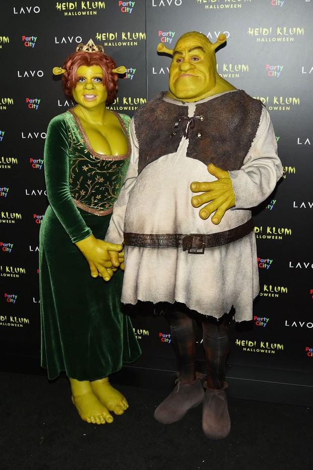 Trầm trồ với những màn hóa trang kỳ công của sao trong đêm Halloween, đặc biệt là nữ hoàng biến hình Heidi Klum - Ảnh 3.