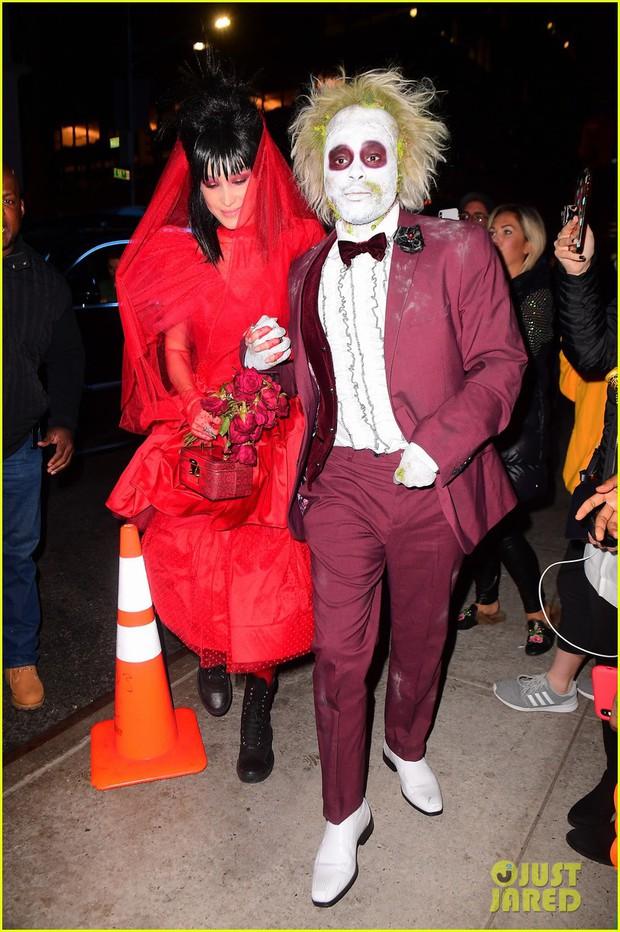 Trầm trồ với những màn hóa trang kỳ công của sao trong đêm Halloween, đặc biệt là nữ hoàng biến hình Heidi Klum - Ảnh 23.