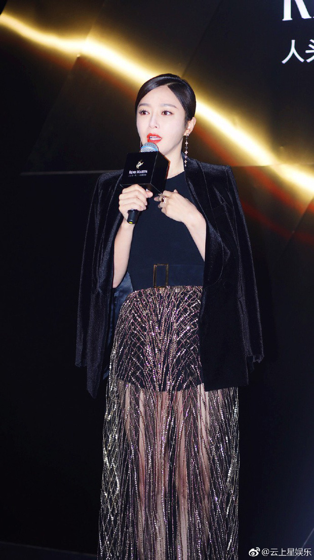 Chăm khâu váy nhưng lại diện đồ xuyên thấu khoe chân dài sexy, Tần Lam run lẩy bẩy dưới tiết trời lạnh giá - Ảnh 1.