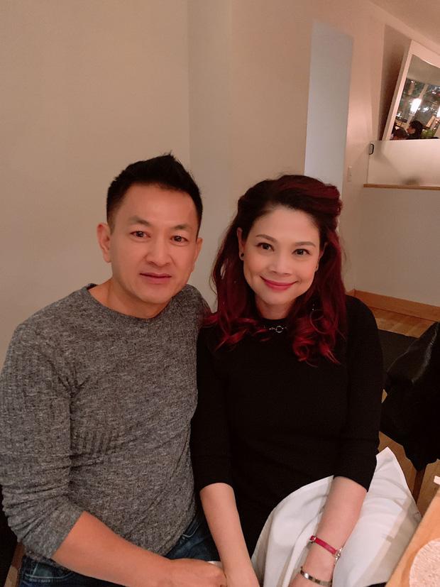 Kỷ niệm 2 năm yêu nhau, ông xã Thanh Thảo lãng mạn tới mức mặc lại chiếc áo của ngày đầu gặp gỡ để thể hiện tình cảm - Ảnh 2.