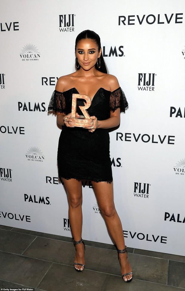 Kendall Jenner thôi miên dân tình với nhan sắc đẹp nao lòng, nhưng bỗng gặp một đối thủ quyến rũ không kém - Ảnh 12.