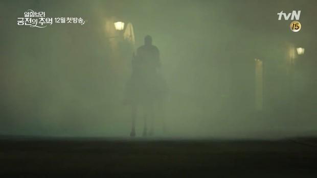Park Shin Hye trùm khăn đỏ huyền bí trong teaser Memories of the Alhambra vừa tung nóng hổi - Ảnh 9.