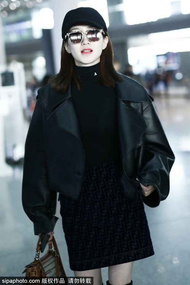 Sân bay biến thành thảm đỏ: Angela Baby sang chảnh như bà hoàng, Mỹ nhân ngư khoe mặt mộc hoàn mỹ - Ảnh 9.