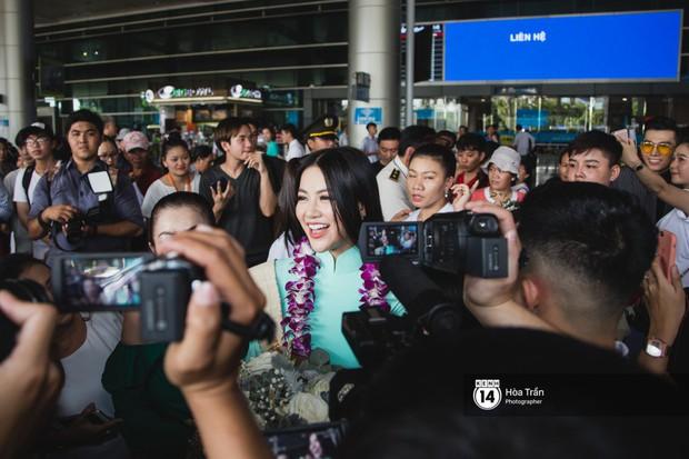 Tân Hoa hậu Trái đất 2018 Phương Khánh vỡ oà trong vòng vây người hâm mộ, nghẹn ngào ôm chặt mẹ tại sân bay Việt Nam - Ảnh 5.