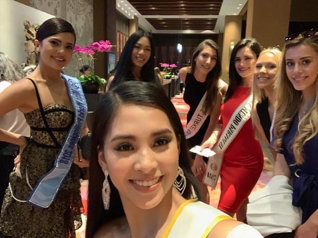Tiểu Vy gây chú ý khi diện váy khoét sâu, khoe vòng 1 gợi cảm trong những ngày đầu nhập cuộc Miss World - Ảnh 3.