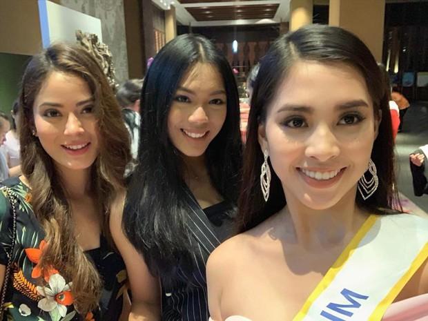 Tiểu Vy gây chú ý khi diện váy khoét sâu, khoe vòng 1 gợi cảm trong những ngày đầu nhập cuộc Miss World - Ảnh 4.