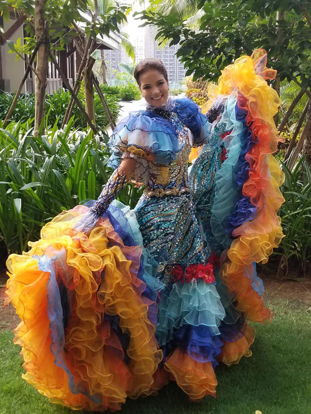 Hoa hậu Tiểu Vy múa điệu Chầu Văn Cô đôi thượng ngàn trong phần thi Dance Of The World - Ảnh 7.