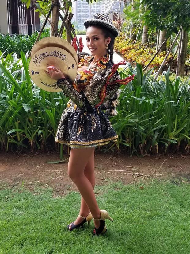 Hoa hậu Tiểu Vy múa điệu Chầu Văn Cô đôi thượng ngàn trong phần thi Dance Of The World - Ảnh 9.