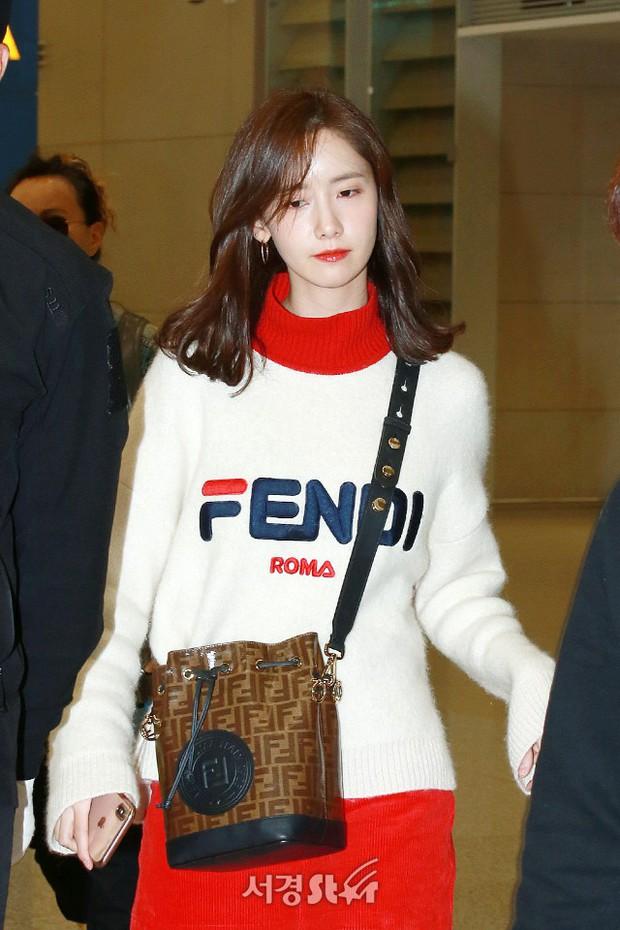 Yoona và Suzy tình cờ đụng độ tại sân bay: Người gây choáng vì mặt mộc quá đẹp, kẻ gầy vẫn đẹp như mơ - Ảnh 1.