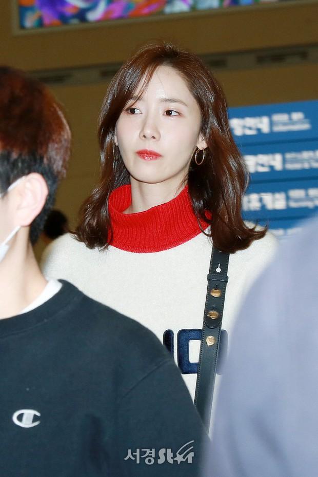 Yoona và Suzy tình cờ đụng độ tại sân bay: Người gây choáng vì mặt mộc quá đẹp, kẻ gầy vẫn đẹp như mơ - Ảnh 2.