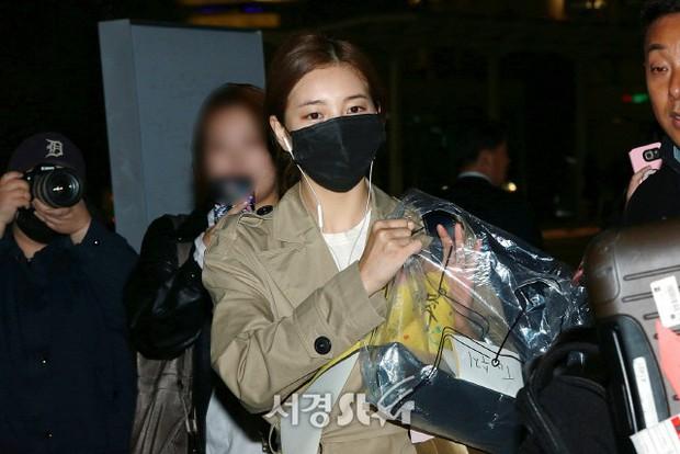 Yoona và Suzy tình cờ đụng độ tại sân bay: Người gây choáng vì mặt mộc quá đẹp, kẻ gầy vẫn đẹp như mơ - Ảnh 5.
