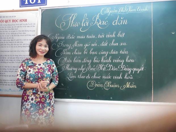 Xuất hiện đối thủ của các giáo viên Quảng Trị: 16 cô giáo Vũng Tàu viết bảng đẹp như rồng bay phượng múa - Ảnh 4.