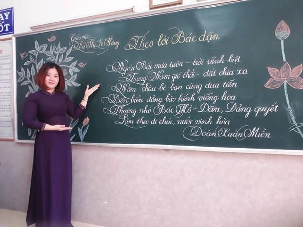 Xuất hiện đối thủ của các giáo viên Quảng Trị: 16 cô giáo Vũng Tàu viết bảng đẹp như rồng bay phượng múa - Ảnh 2.