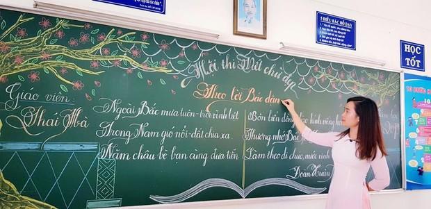 Xuất hiện đối thủ của các giáo viên Quảng Trị: 16 cô giáo Vũng Tàu viết bảng đẹp như rồng bay phượng múa - Ảnh 1.