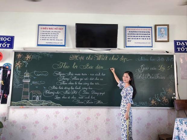 Xuất hiện đối thủ của các giáo viên Quảng Trị: 16 cô giáo Vũng Tàu viết bảng đẹp như rồng bay phượng múa - Ảnh 7.